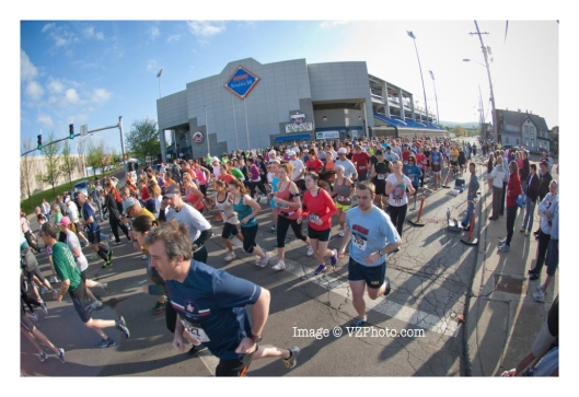 The 2012 Binghamton Bridge Run gets under way. Image © http://www.vzphoto.com