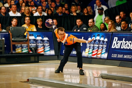 EJ Tackett battles Jason Belmonte during the final round of the USBC Masters at Brunswick Zone Carolier Lanes in North Brunswick, New Jersey. Image © Joe Geronimo/PBA