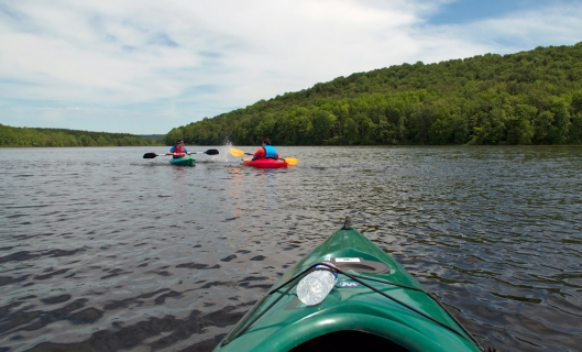 Afternoon kayaking on Long Pond. Image © Joe Geronimo
