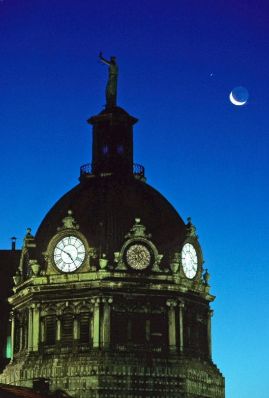 Broome County Courthouse at 4:50AM in Binghamton, NY summer of 1999. Image © Joe Geronimo, Kodachrome 64.